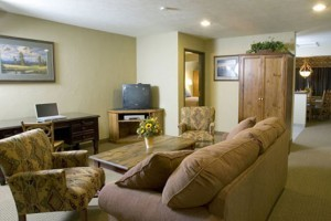 Bucks T-4 Lodge, Hotel and Pub :: Yellowstone's best vacation value, just 45 minutes away. Quality lodging, fine dining restaurant or family comfort food, with pool, hot tub, nearby rafting, fishing and more.