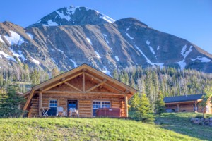 Big Sky Vacation Rentals | Luxury Cabins :: Luxury cabins one-hour from Yellowstone! Winter ski access to 5800+ acres of skiable terrain at Big Sky. Summer activities include hiking, rafting, ziplines, swimming and more